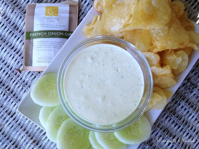 Real Food French Onion Dip ... this stuff is THE BEST french onion dip ever! Step aside Lipton, this blend is crazy good! | Recipes to Nourish