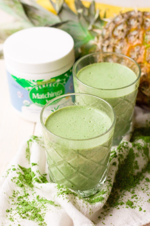 Green smoothies with Matchinga matcha moringa powder, pineapple and banana.