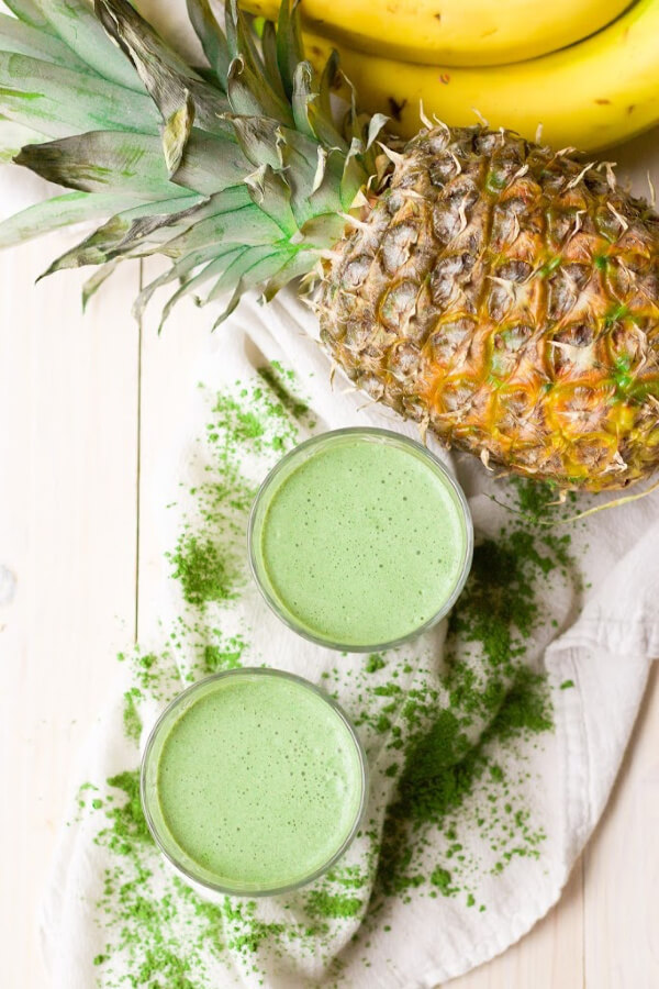 Green smoothies with matcha powder, pineapple and bananas.